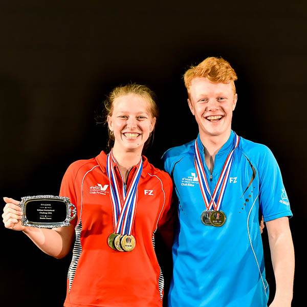 Delphine Et Fabien Medailles USEE Badminton